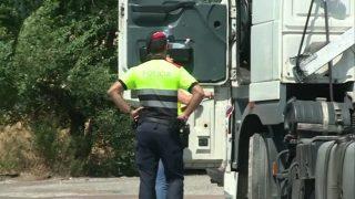 Els Mossos d'Esquadra detenen tres persones que pressumptament cometien furts fent-se passar per policies