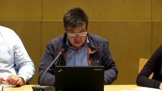 El Ple de Montmeló aprova la retirada de plaques franquistes que hi ha en edificis d'habitatges de la ciutat