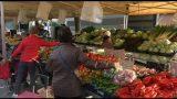 Matí de normalitat al mercat setmanal de Parets