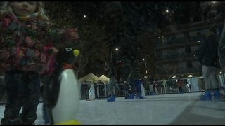 Més de 5000 persones gaudeixen de la pista de gel de Parets