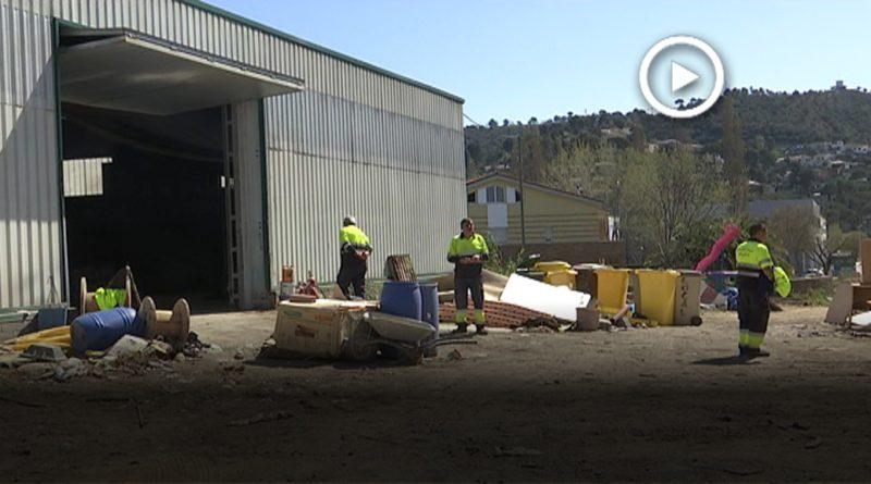 La brigada municipal comença el trasllat per permetre la construcció d'habitatges socials