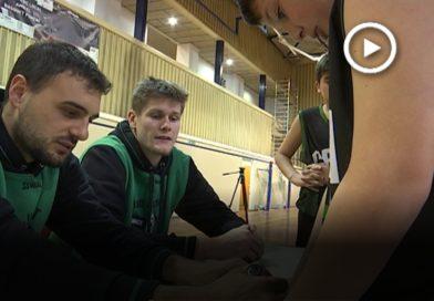 Dos jugadors del Joventut de Badalona visiten el Club Bàsquet Vila de Montornès
