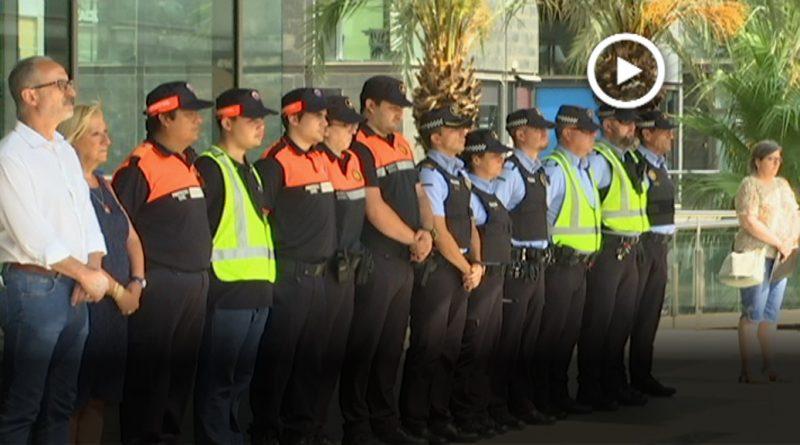 Dos minuts de silenci davant l'Ajuntament en record a les víctimes