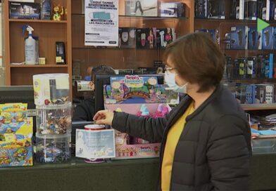 """Una quinzena de comerços de Montornès participen en la campanya """"un somriure per a tothom"""""""