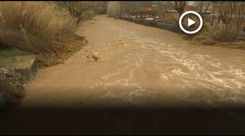 El riu Mogent en perill de desbordament a Montornès pels efectes del temporal